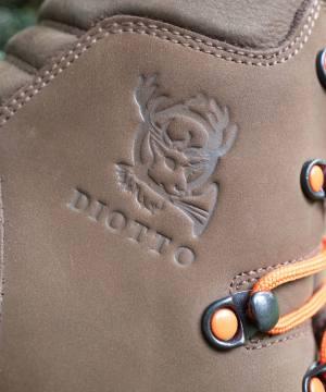 logo diotto su scarpone in pelle